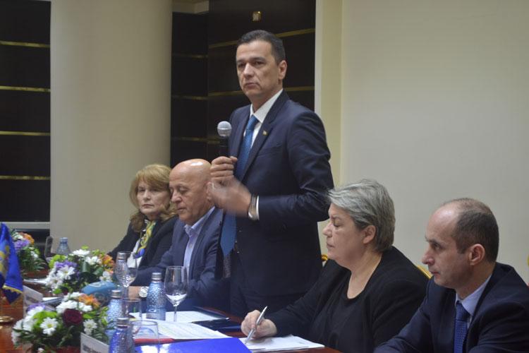 Faleza şi portul vor fi transferate autorităţilor locale prin două Hotărâri de Guvern succesive