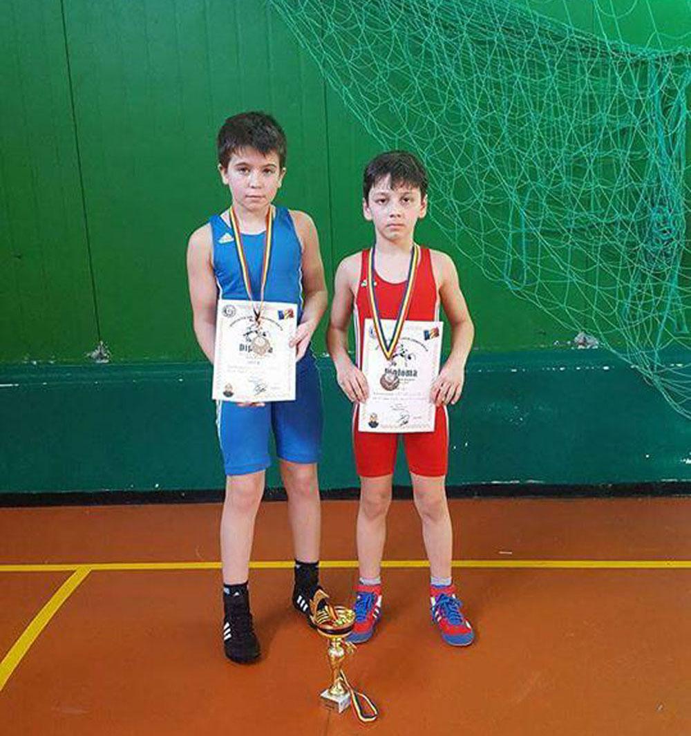 """Memorialului """"Ioan Bărbătei"""": luptătorii tulceni Vizuroiu Adrian şi Gaspar Lucas, medaliaţi cu argint la Constanţa"""