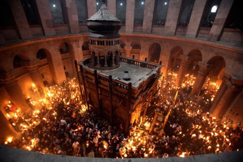 Lumina Sfântă de la Ierusalim adusă la Tulcea de o delegaţie a Episcopiei Ortodoxe Române a Tulcii