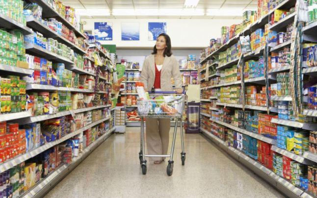 Magazine alimentare amendate pentru igienă şi produse alimentare confiscate de inspectorii DSVSA