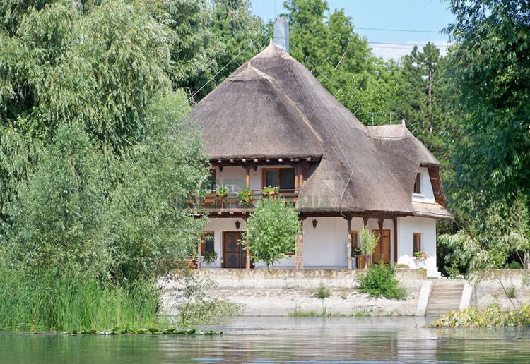 Cu 130 lei poţi să petreci o noapte în celebra vilă Moruzov