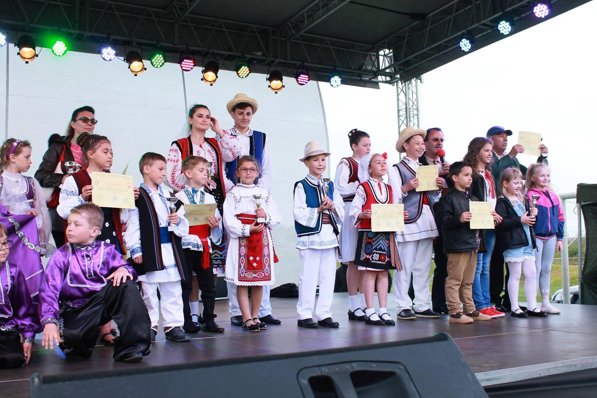 """Festivalul Judeţean de Folclor """"Cununa Dansului şi Portului Popular Dobrogean"""" şi-a premiat câştigătorii"""