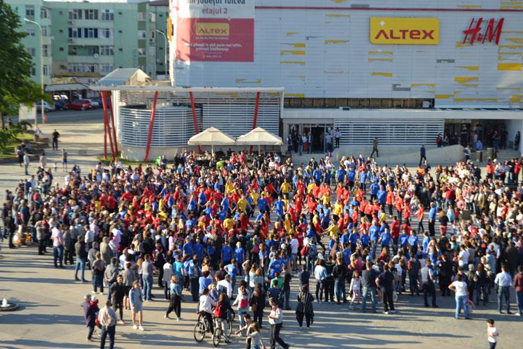Flashmob în centrul oraşului, de Ziua Naţională a Aromânilor