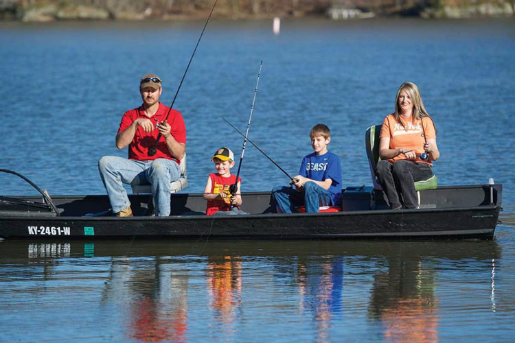 Nervi în Delta Dunării: pescarii sportivi, hăituiţi de profesionişti!