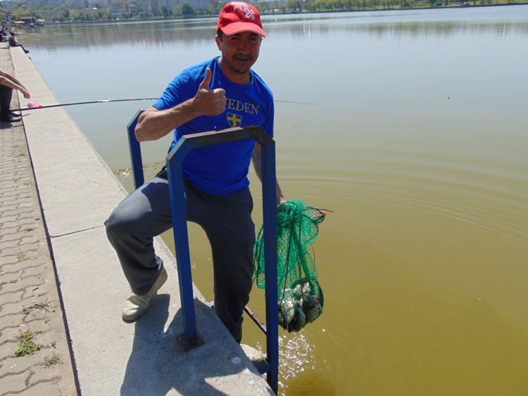 Pescarii amatori au ieşit pe lacul Ciuperca