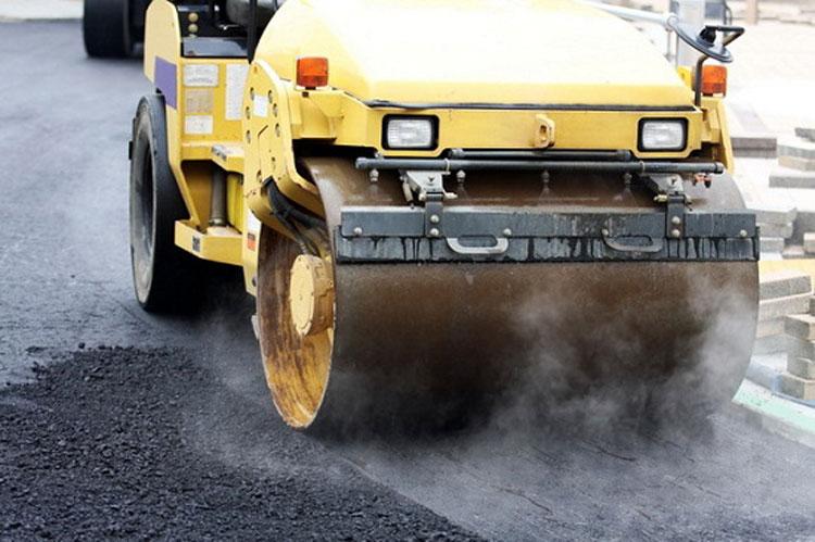 Birocraţia a întârziat marea asfaltare din municipiu
