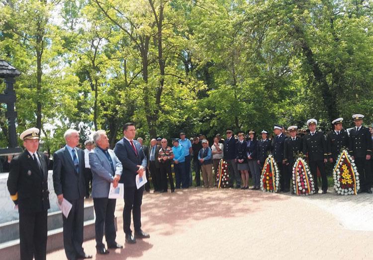 Ziua Eroilor, sărbătorită la Tulcea: ceremonial militar şi religios, depuneri de coroane de flori