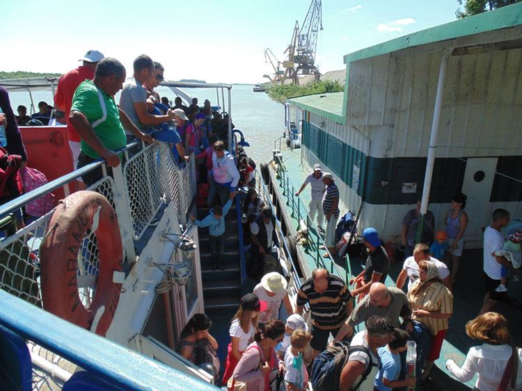 Scandal pe numărul turiştilor din deltă