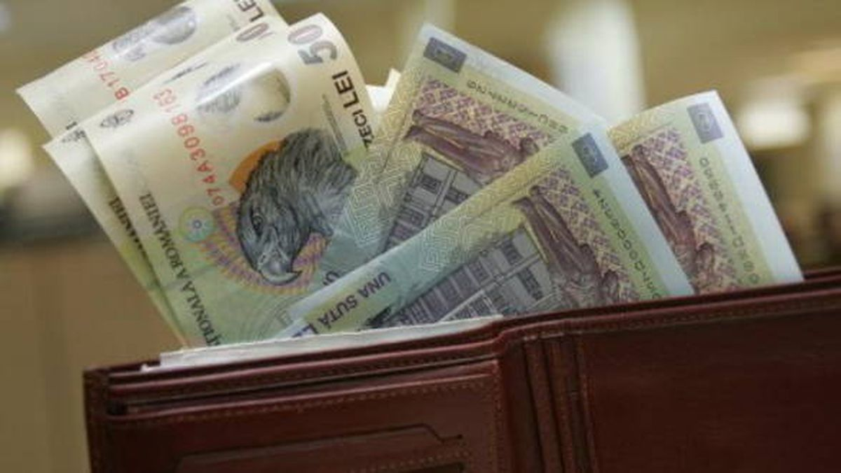 Bugetari cu salarii de mii de euro la Consiliul Judeţean Tulcea
