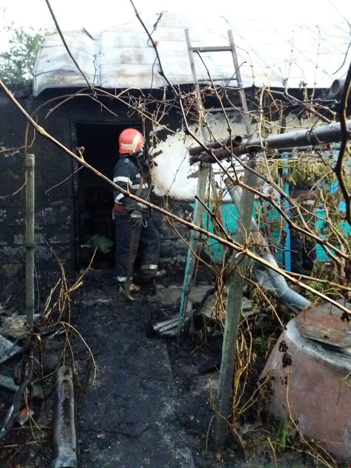 Incendiu violent la Letea: o gospodărie a ars din temelii