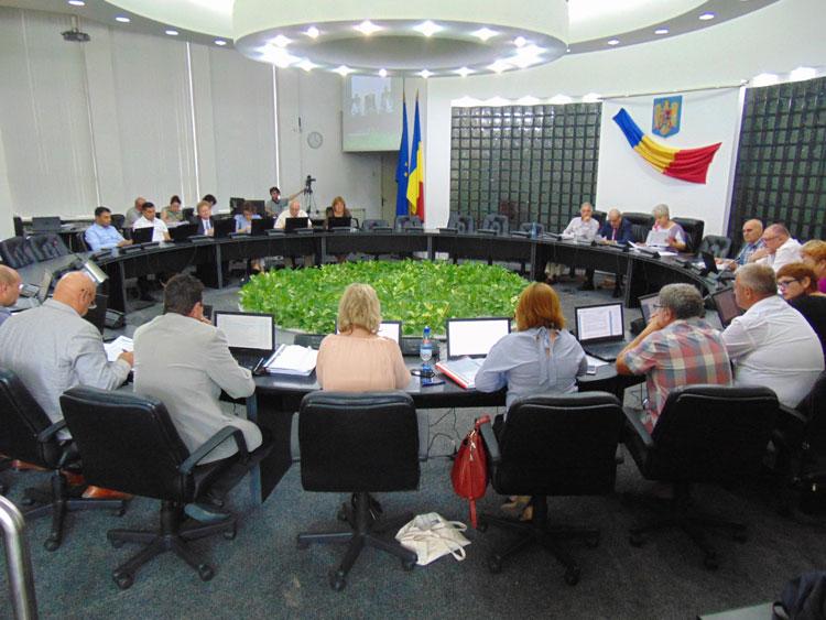 Bucurie în Primărie: Salarii de multinaţională la Primăria Tulcea