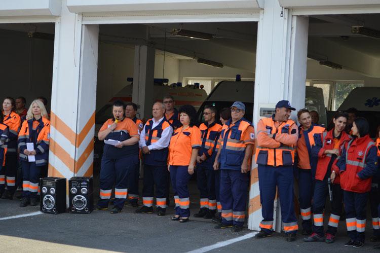 Ambulanţierii se pregătesc să plece la Bucureşti