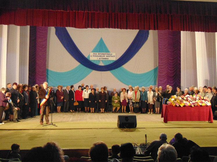Nunta de aur la Tulcea: primarul Constantin Hogea a premiat zeci de cupluri