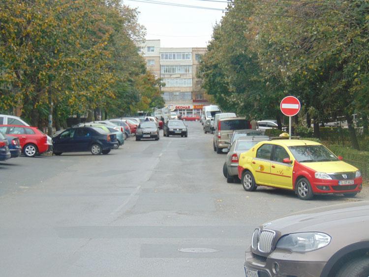 Tulcenii din cartierul E3 ameninţă Primăria cu instanţa: desfiinţaţi  sensul unic de pe strada Frasinului!