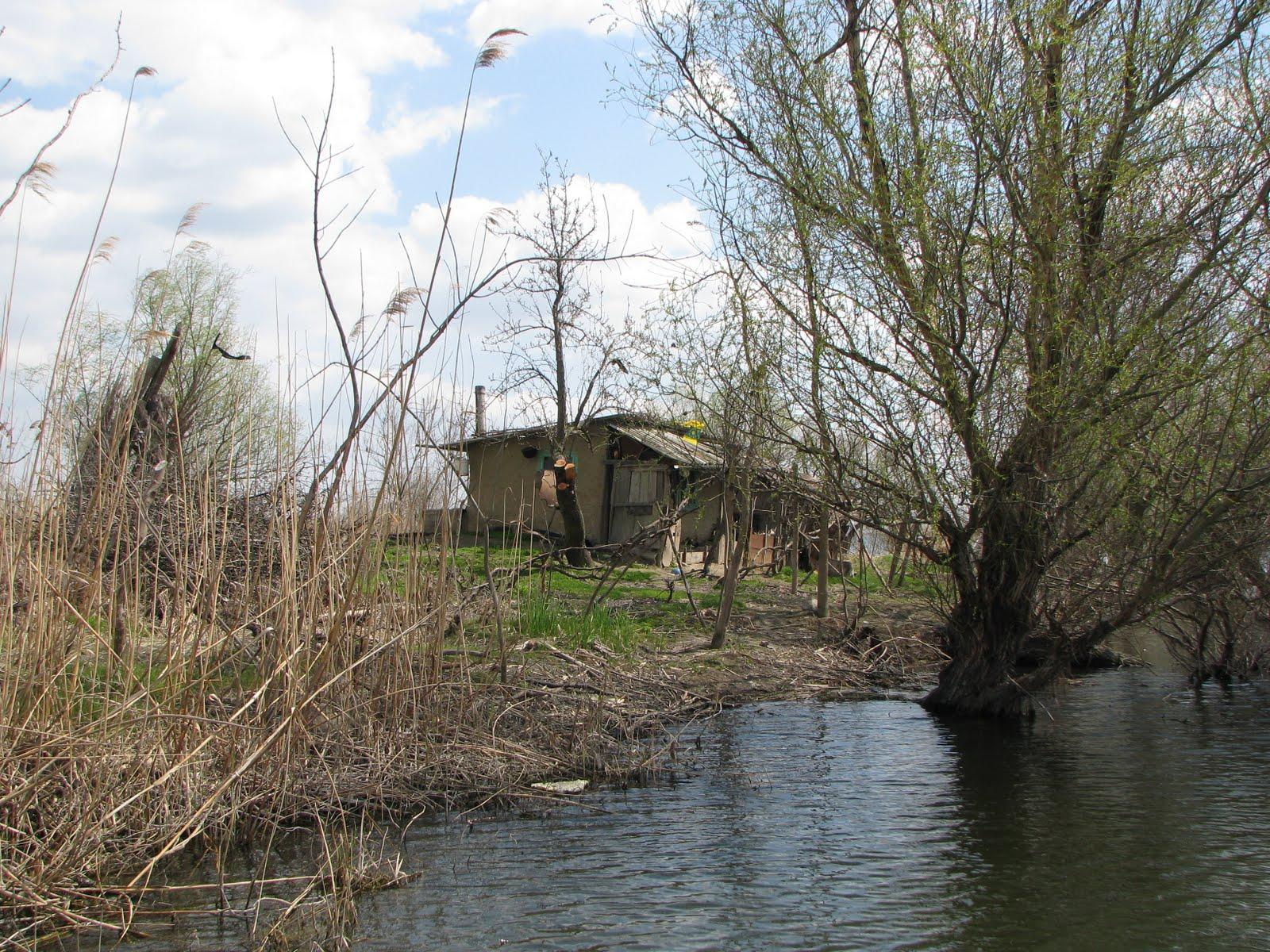 Adăposturi pescăreşti, transformate în ferme şi pensiuni pirat!