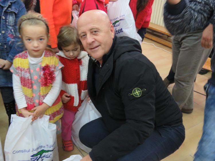 Moş Nicolae a ajuns în satele Deltei Dunării
