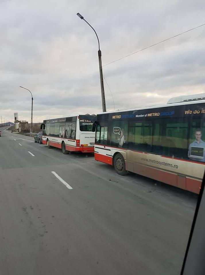 Autobuzele au sosit, dar trebuie o ordonanţă de urgenţă pentru a putea fi scoase pe trasee!