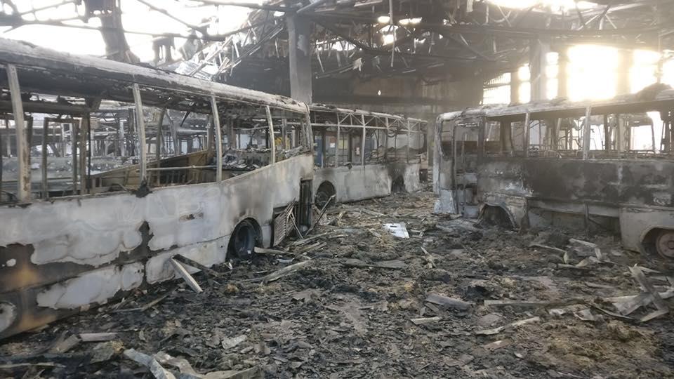 Jumătate din parcul auto destinat transportului public din municipiu,  distrus într-un incendiu
