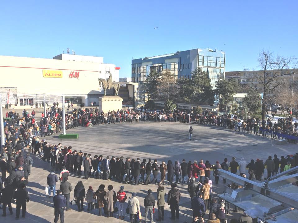 Sute de tulceni au sărbătorit Mica Unire în Piaţa Tricolorului