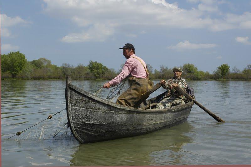 """Pescari nemulţumiţi: """"Dacă nu facem repopulare, cherhanalele rămân muzee"""""""