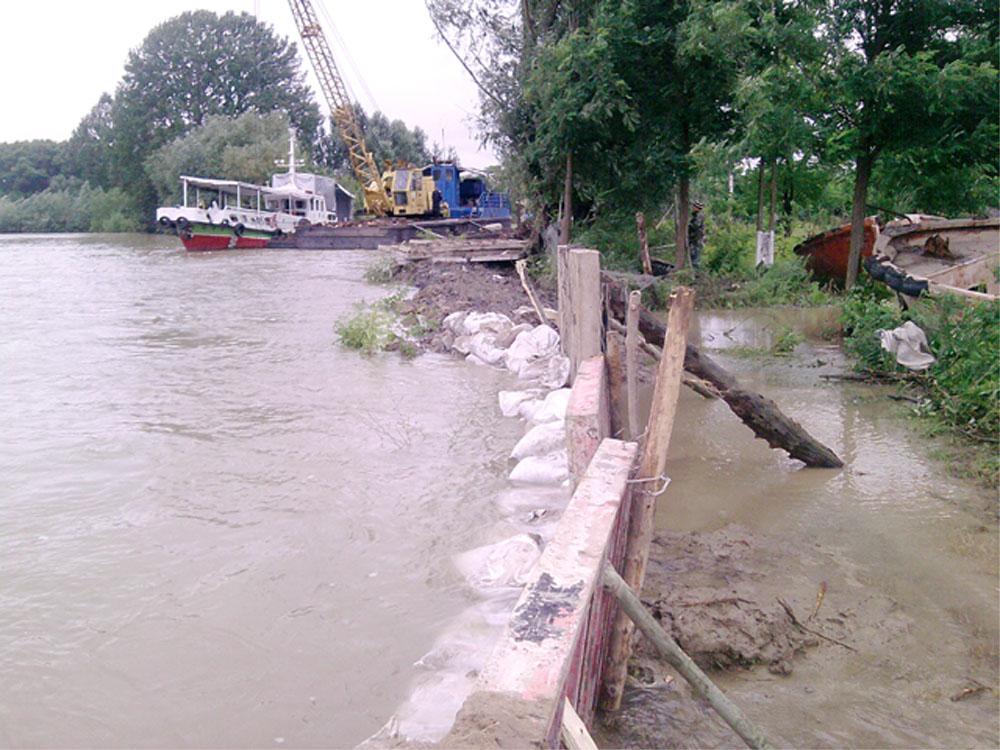 Autorităţile inspectează astăzi digul Sălceni – Ceatalchioi