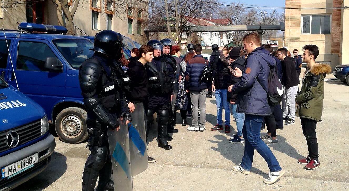 Jandarmii tulceni şi-au deschis porţile pentru circa 50 de elevi din municipiu