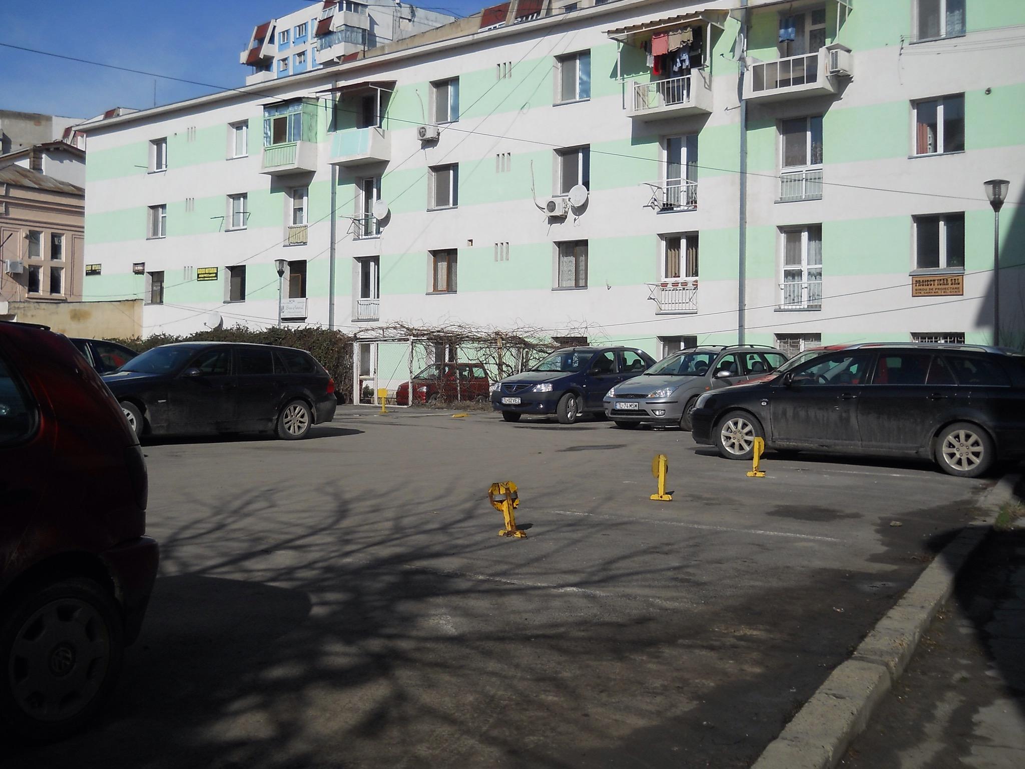 Tulcenii stau la coadă pentru închirierea parcărilor rezidenţiale