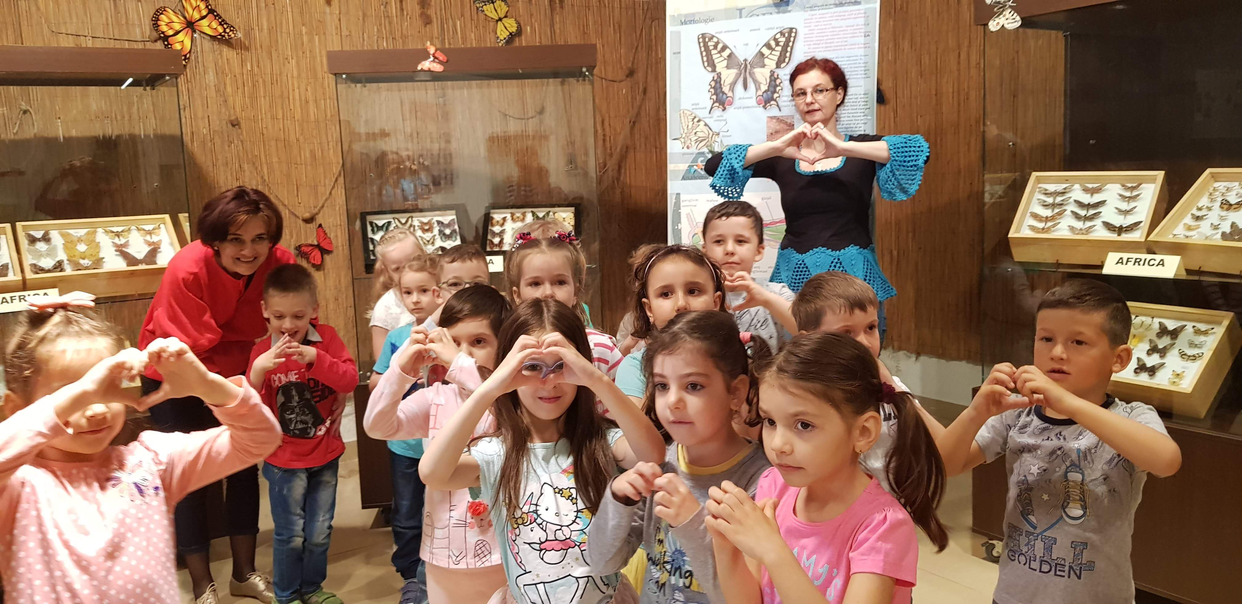 """Copiii de la Grădiniţa """"Constantin Găvenea"""" au vizitat  I.S.U. şi Crucea Roşie"""