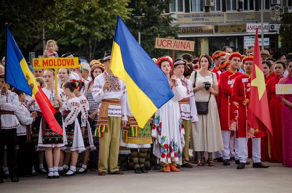 """""""Peştişorul de Aur"""" se apropie: sute de mici artişti din 12 ţări vor invada străzile municipiului"""