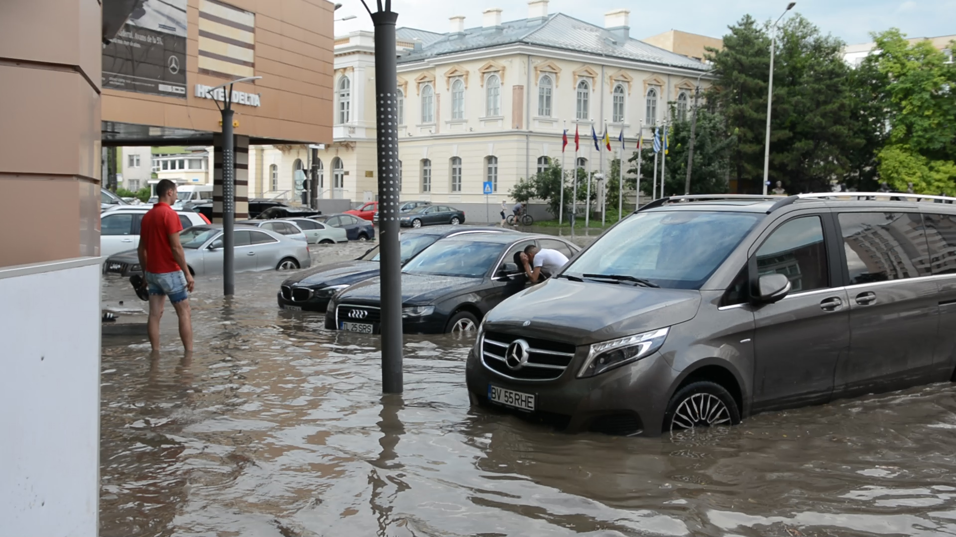 Primarul Hogea: Lucrările la sistemul de preluare a apelor pluviale din centrul municipiului ar putea începe luna viitoare