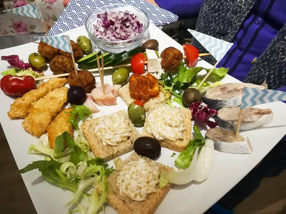 Primele puncte gastronomice locale din Delta Dunării ar putea fi  înfiinţate în această vară