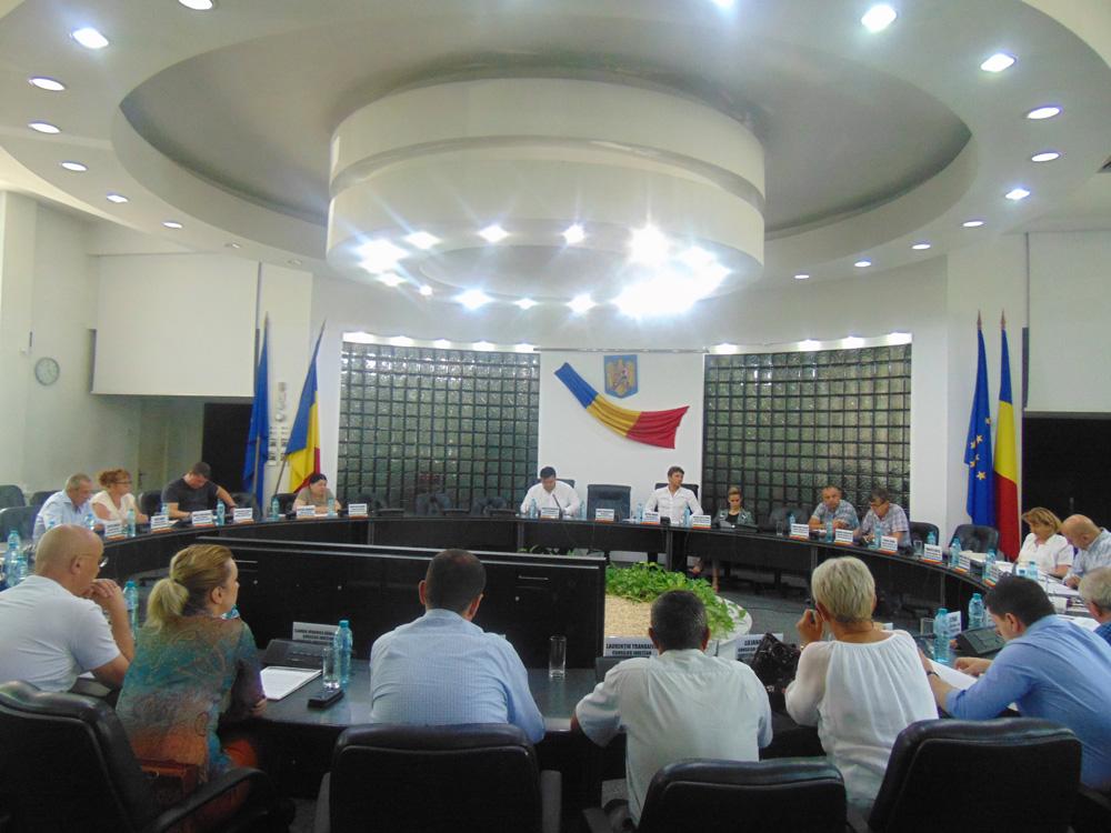 Conducerea Aeroportului, motiv de contre în Consiliul Judeţean