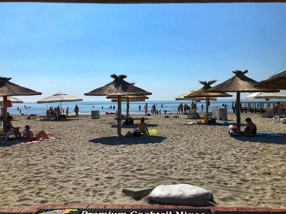 Nici o terasă de pe plaja Sulina nu este autorizată de primărie