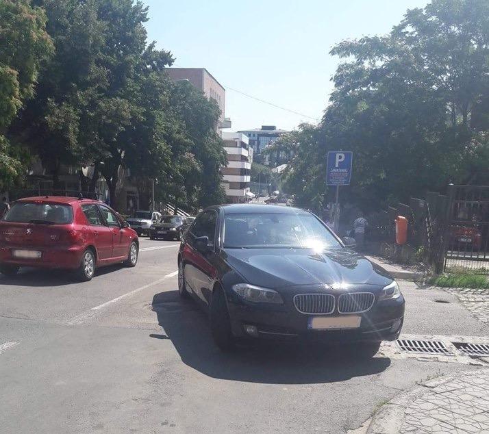 Atenţie şoferi: Primăria va ridica maşinile parcate neregulamentar