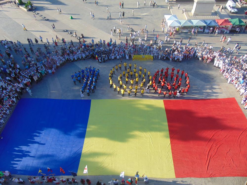 """Festivalul Internaţional """"Peştişorul de Aur"""" a debutat sub semnul Centenarului Marii Uniri"""