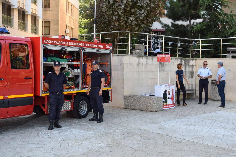 Astăzi, de Ziua Pompierilor, intervenţie de descarcerare în Piaţa Civică
