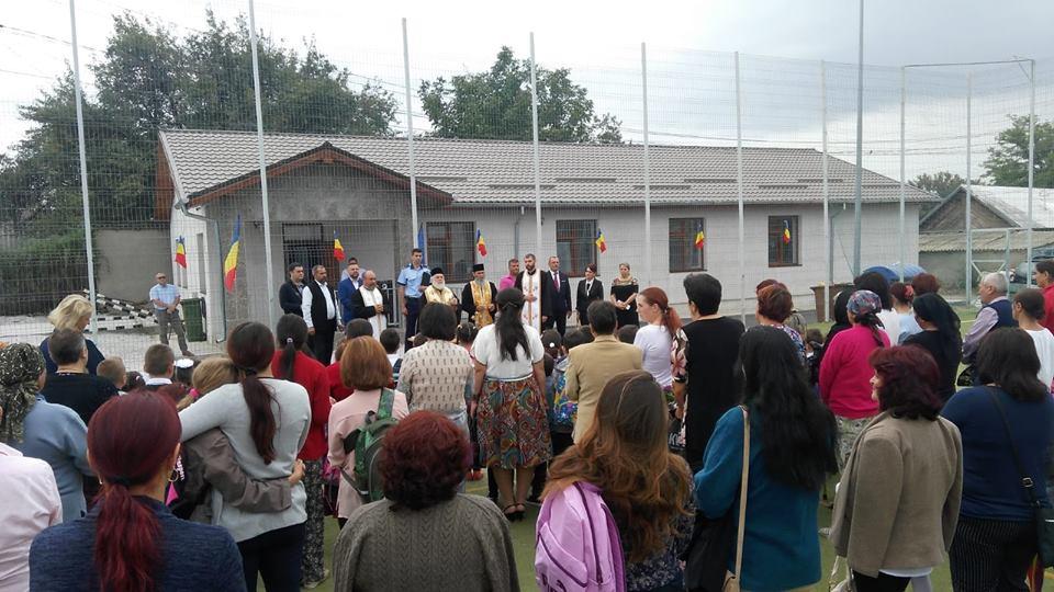 Politicienii, printre elevi în prima zi de şcoală