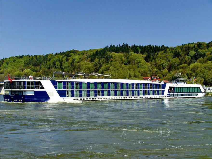 Nave ecologice noi pentru transportul persoanelor în Deltă