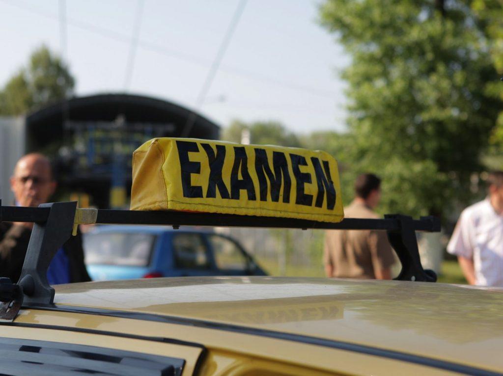 Examenul pentru permisul auto, un obstacol greu de trecut pentru tulceni