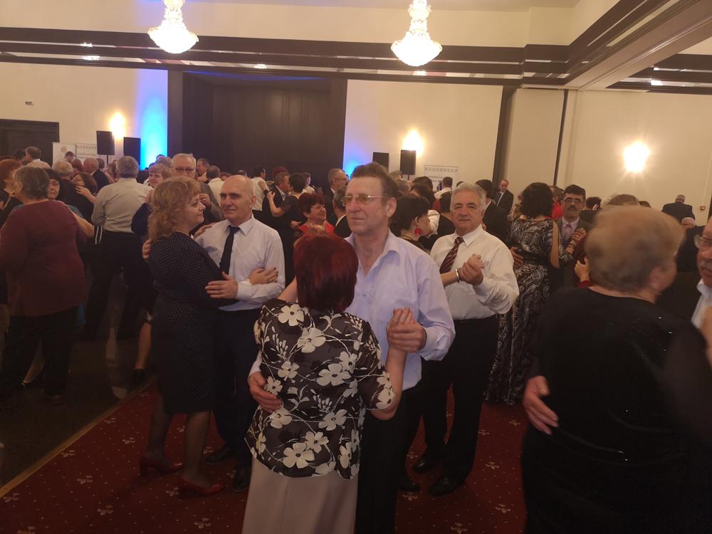Peste 1.000 de bunici tulceni s-au distrat la Revelionul pensionarilor