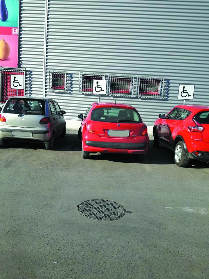 Atenţie, tulceni: Maşinile parcate neregulamentar vor fi ridicate cu platforma!