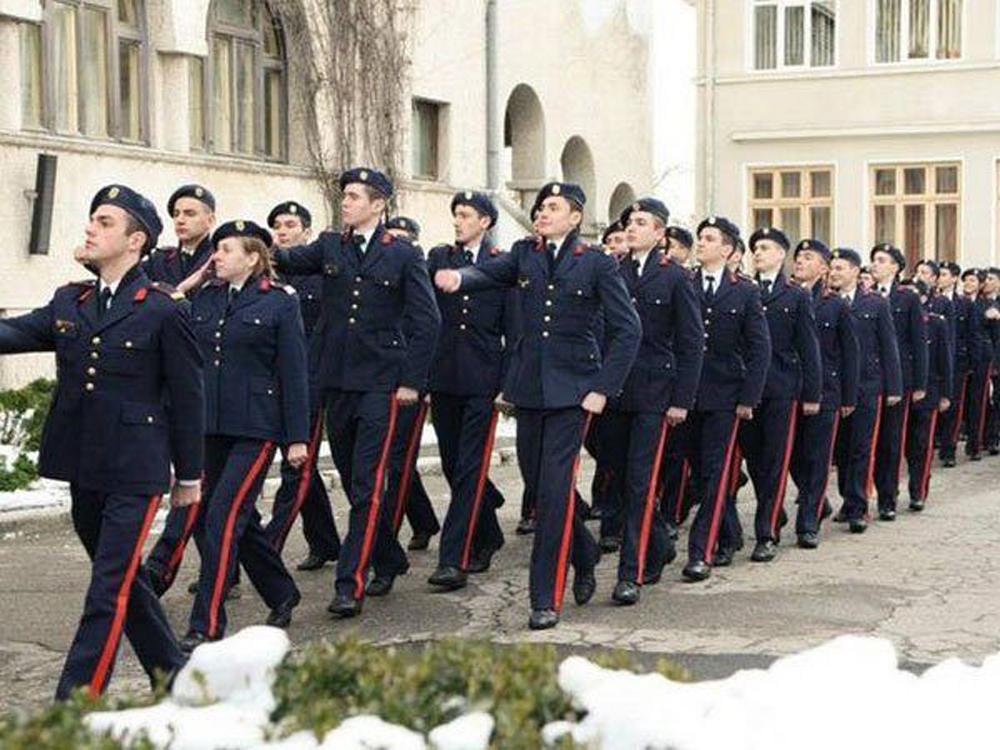 Centrul Militar Tulcea recrutează tineri pentru unităţile de învăţământ militare