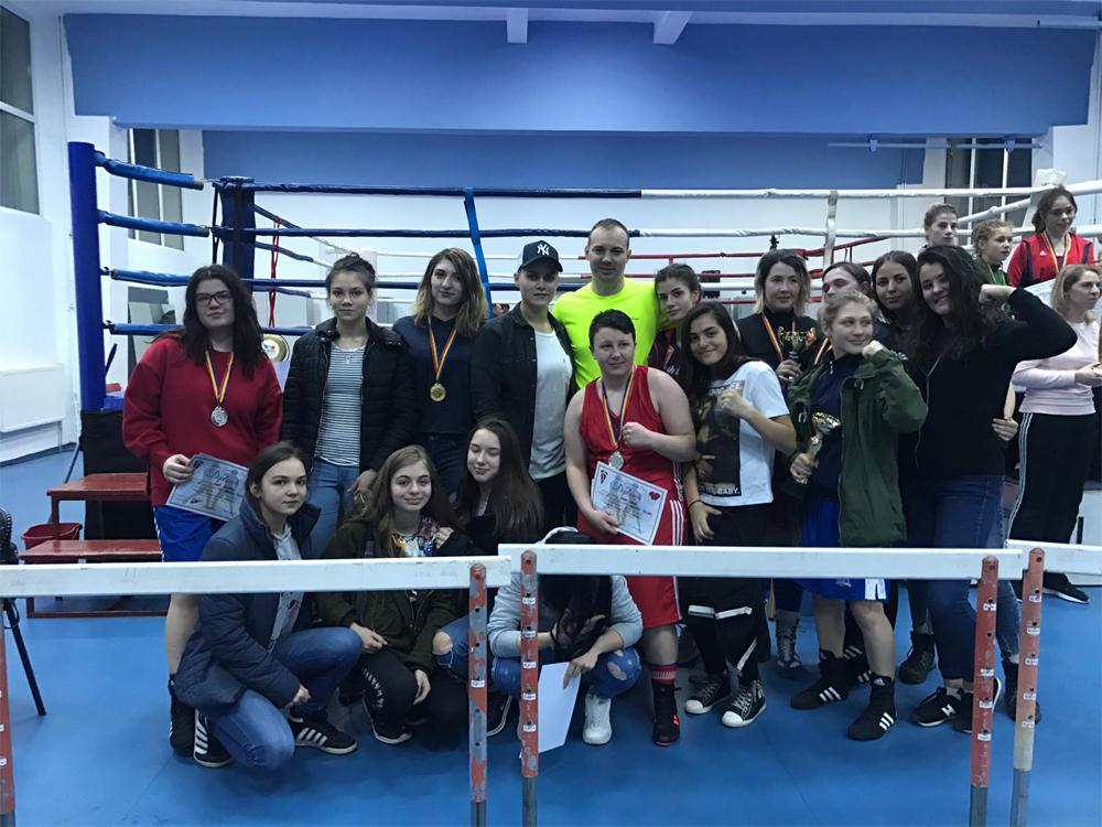 Record al boxului tulcean: 19 medalii de aur, argint şi bronz pentru pugilistele de la CSM Danubiu Tulcea în Cupa României