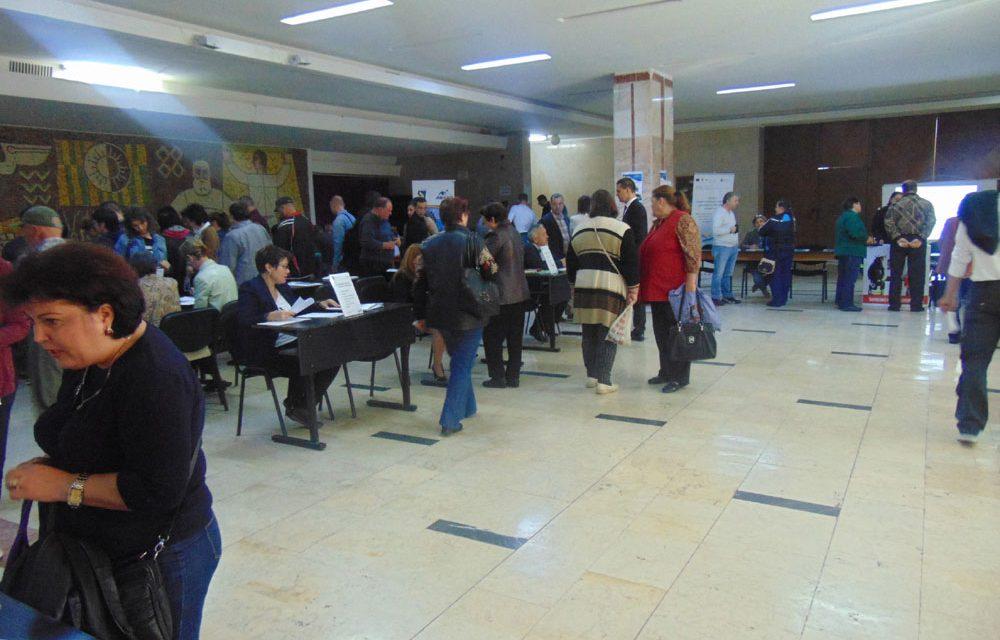 Peste 600 de job-uri, oferite astăzi la Bursa Locurilor de Muncă