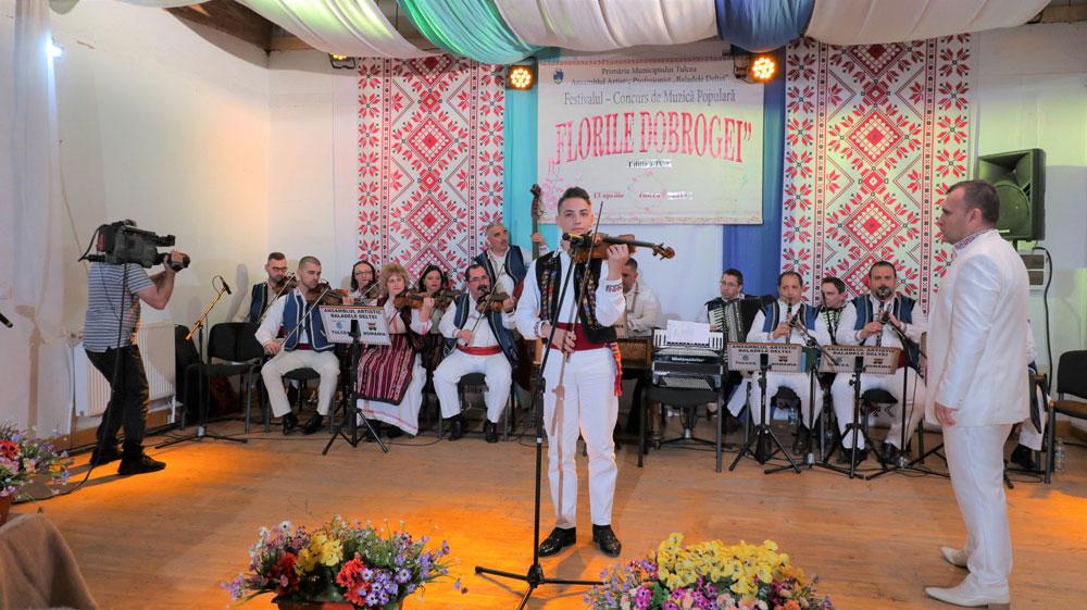 """Vioristul Dragoş Vlădeanu, câştigătorul Festivalului """"Florile Dobrogei"""""""