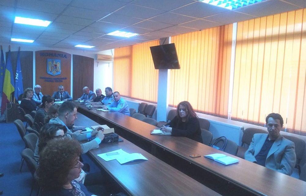 Peste 500 de angajaţi ai Internelor vor păzi alegerile la Tulcea