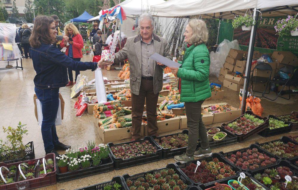 Primarul Hogea a premiat comercianţii de flori şi artizanii prezenţi la Expoflora