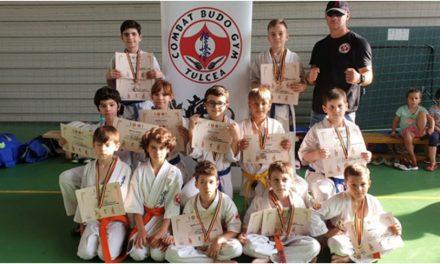 Micuţii karateka pregătiţi de sensei Paul Feodorov s-au întors la Tulcea cu 14 medalii