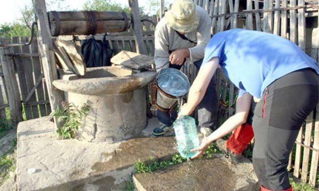 Sate întregi din judeţ afectate de secetă: locuitorii primesc apă cu raţia