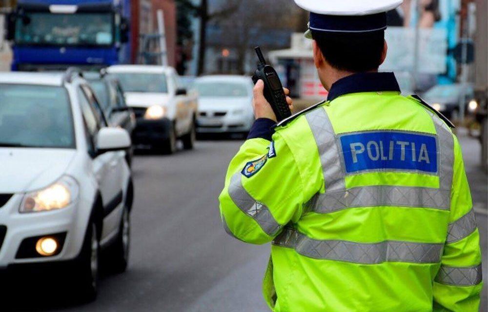 Doi tulceni au furat o maşină ameninţând proprietarul cu un pistol şi un cuţit
